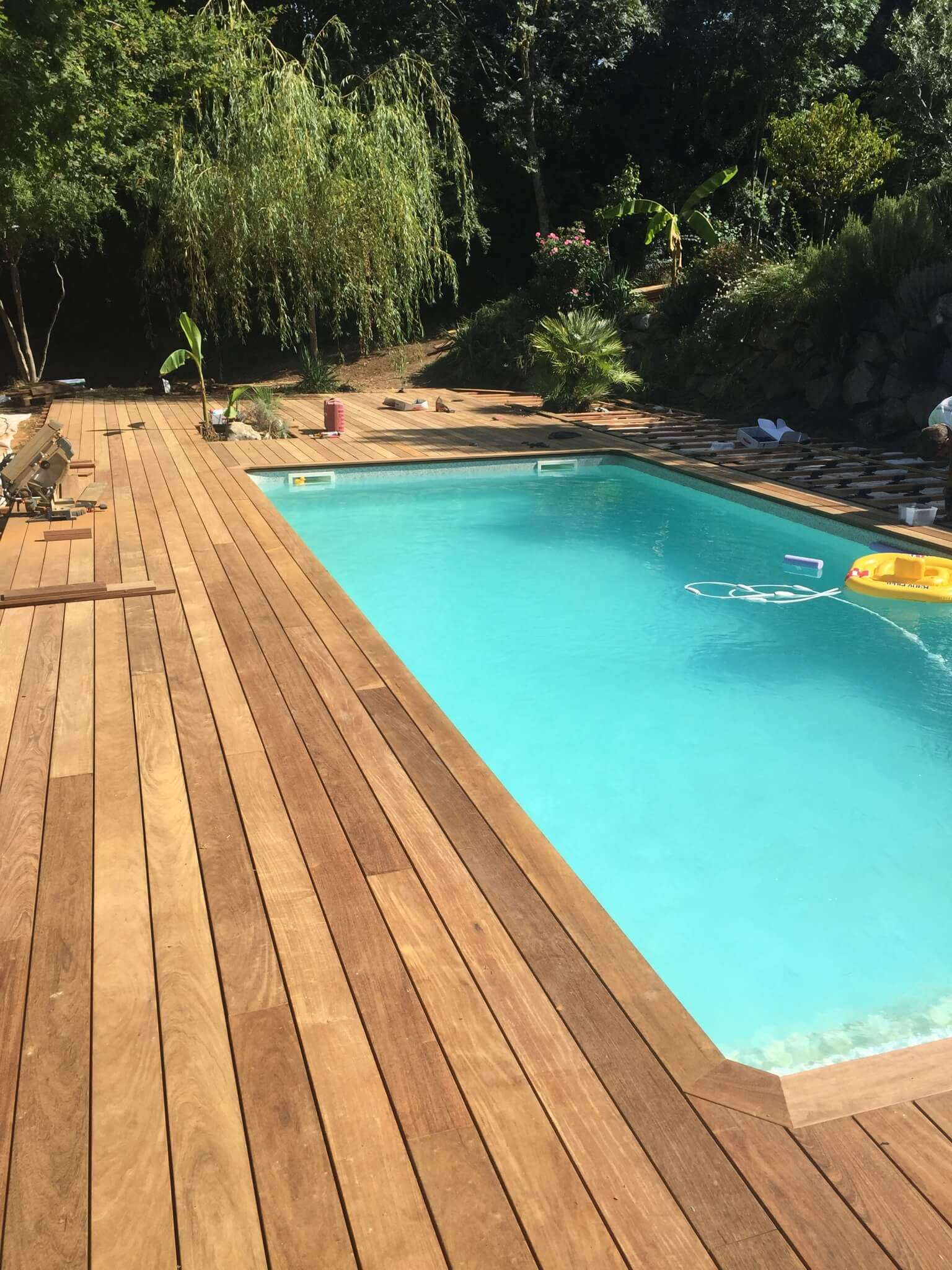 Terrasse bois piscine construction 2 c2z entreprise for Construction piscine bois